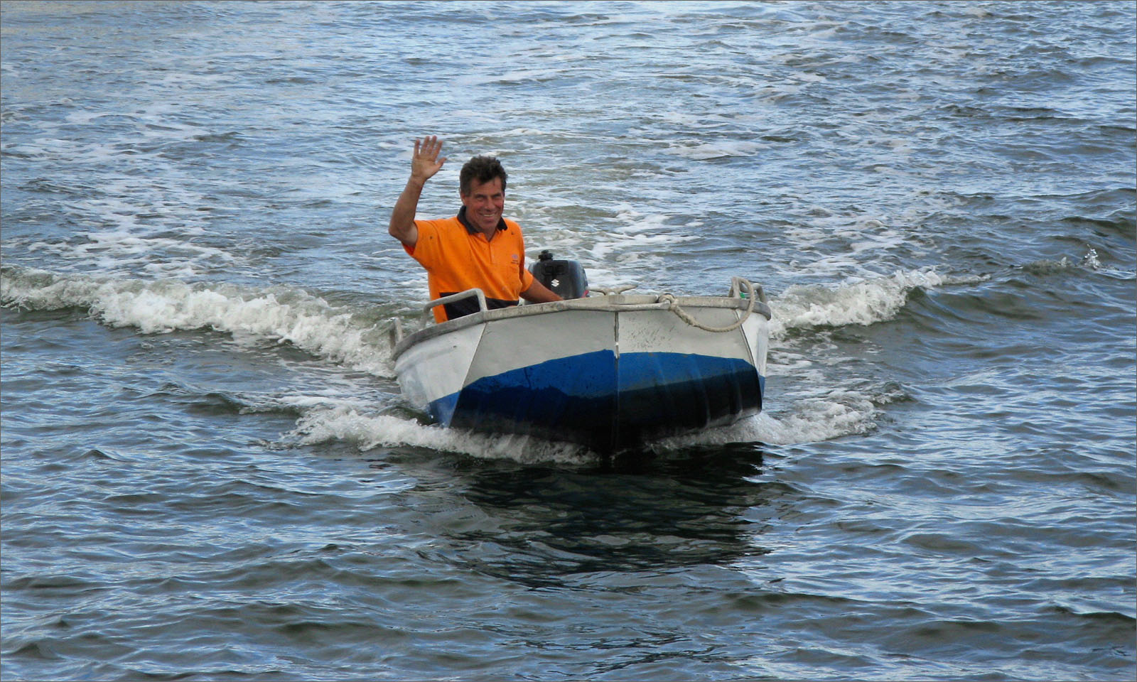 110325_Ricardo_waving_dinghy_1600x960_opt8.jpg